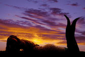 Silhouette meerjungfrau lag magen — Stockfoto