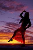 Silhouette femme robe dentelle jambe vers le haut — Photo
