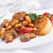 Beans with mushrooms and roasted vegetables — Stock Photo