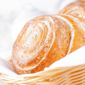 Sweet bun with cinnamon — Stockfoto