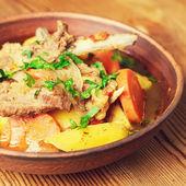土豆和蔬菜、 炖羊排 — 图库照片