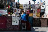 KIEV, UKRAINE - MAY 9, 2014: Everyday life of Euromaidan. The T- — Stock Photo