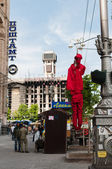 KIEV, UKRAINE - MAY 9, 2014: A dummy dressed in a communist uniform hangs on the lantern among the Independence square — Stock Photo
