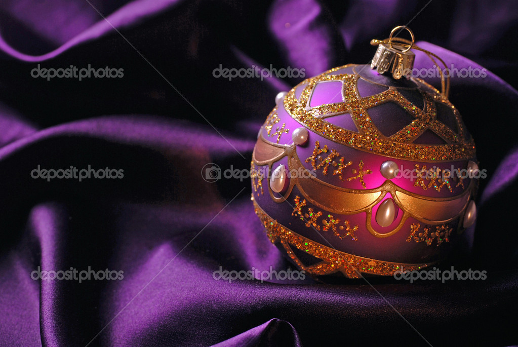 Violet Christmas ball on a shine background. Selective focus.  Stockfoto #12013347