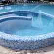 courbe bleu carrelé resort piscine — Photo