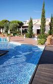 Zwembad in het luxehotel — Stockfoto