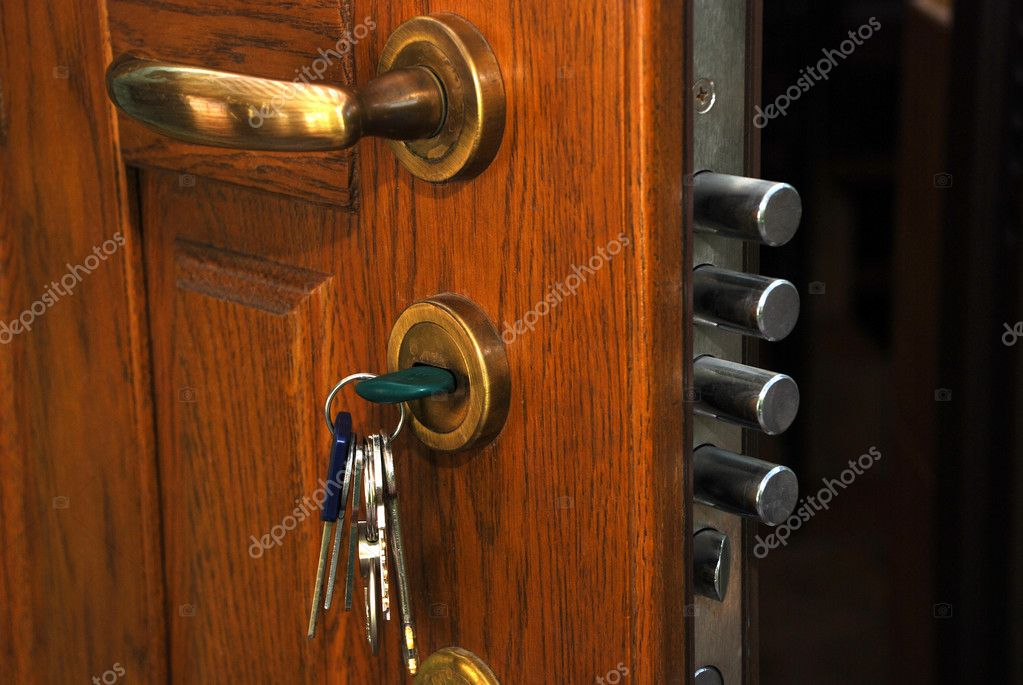 Close-up safe lock in the open home wood door — Stock Photo #12810067