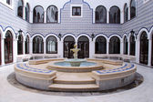 Fountain in arabic patio — Stockfoto