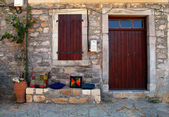 Rural house with wooden doorway in greek village(Crete, Greece) — Stock Photo