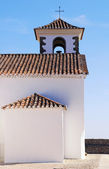 Small white church with cross (Portugal) — Stock Photo