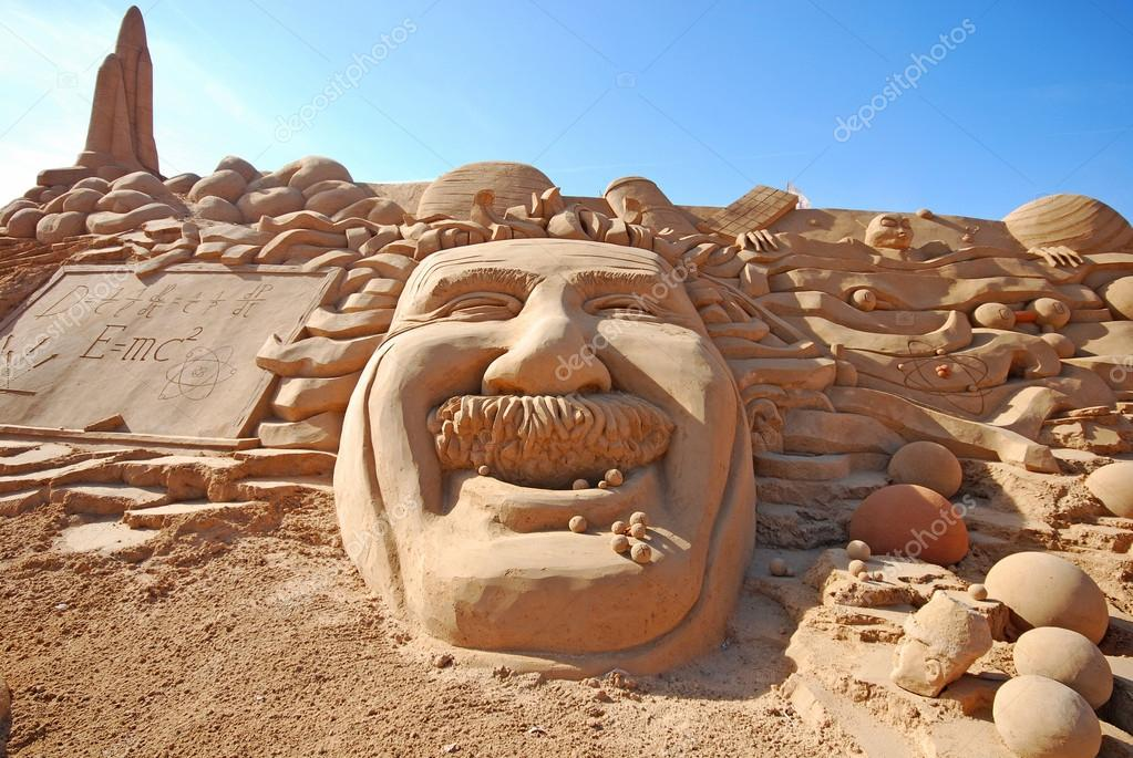 ALGARVE, PORTUGAL - OCTOBER 3: An exhibition of sand sculptures, head of Einstein, on October 3, 2009 in Algarve, Portugal.  — Stock Photo #14674959