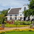 Colonial farm house and flowers in the garden(South Africa) — Stock Photo
