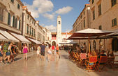 Tourists on Stradun street in Dubrovnik, Croatia — Stock Photo