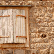 Window with shutters in old wall (Italia) - Lizenzfreies Foto