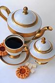 Elegante serviço de chá e biscoitos — Fotografia Stock