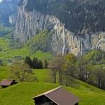 Mountain village in the Alps, Switzerland . — Stock Photo