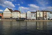 Zurich cityscape and river Limmat, Switzerland . — Stock Photo