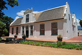 Wine farmhouse in colonial style (South Africa) — Stock Photo