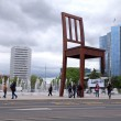 "The Place of Nations and ""Broken Chair"" , Geneva, Switzerland. — Stock Photo"