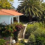 Beautiful white house in the mediterranean garden(Greece). — Stock Photo