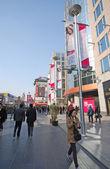 Wangfujing calle en beijing, china. — Stockfoto