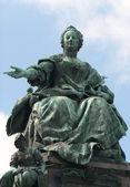 Statue of empress Maria Theresa — Stock Photo