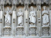 Statues of twentieth century martyrs from west facade of Westminster Abbey — Stock Photo