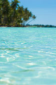 Transparent blue green water — Stock fotografie
