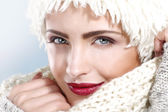 Beauty shot of a beautiful woman in winter clothes — Stock Photo