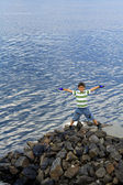 A boy looks at water — Stock Photo