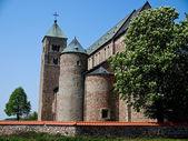 Tum, vieux polonais collégiale romane église — Photo