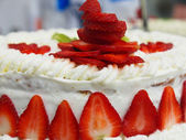 Traditional wedding strawberry cake — Stock Photo