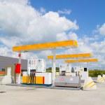 Sarı benzin istasyonu — Stok fotoğraf