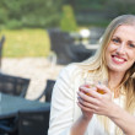Blonde Girl Drinkig Tea — Stock Photo