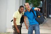 Estudiantes universitarios riendo — Foto de Stock