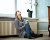 Relajante en casa — Foto de Stock