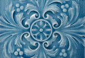 Telha cerâmica azul velha com padrão floral — Fotografia Stock