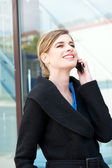 Portrait of a happy businesswoman talking on cellphone — Stockfoto