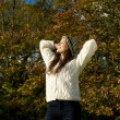 Beautiful young woman relaxing outdoors and enjoying a sunny autumn day — Stock Photo