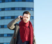 Attractive young man calling by cellphone outdoors — Stock fotografie