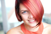 Candid portrait of a young woman smiling — Stock Photo