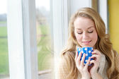 Beautiful young woman drinking a cup of tea  — Stock Photo