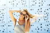 Young woman smiling with sunglasses — Stock Photo