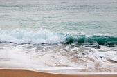 Wellen an der küste — Stockfoto