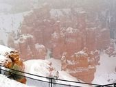 Looking at Bryce Canyon in a snow storm — Stock Photo