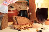 Kvass and black bread — Stock Photo