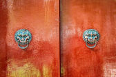 Totem on the door of Chinese tradit — Stock Photo
