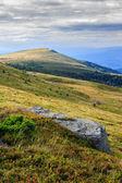Kámen na cestě k daleko hory — Stock fotografie