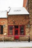 Bar porta vermelha no inverno — Foto Stock