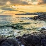 Sunrise near sea with crashing waves on the earth edge — Stock Photo